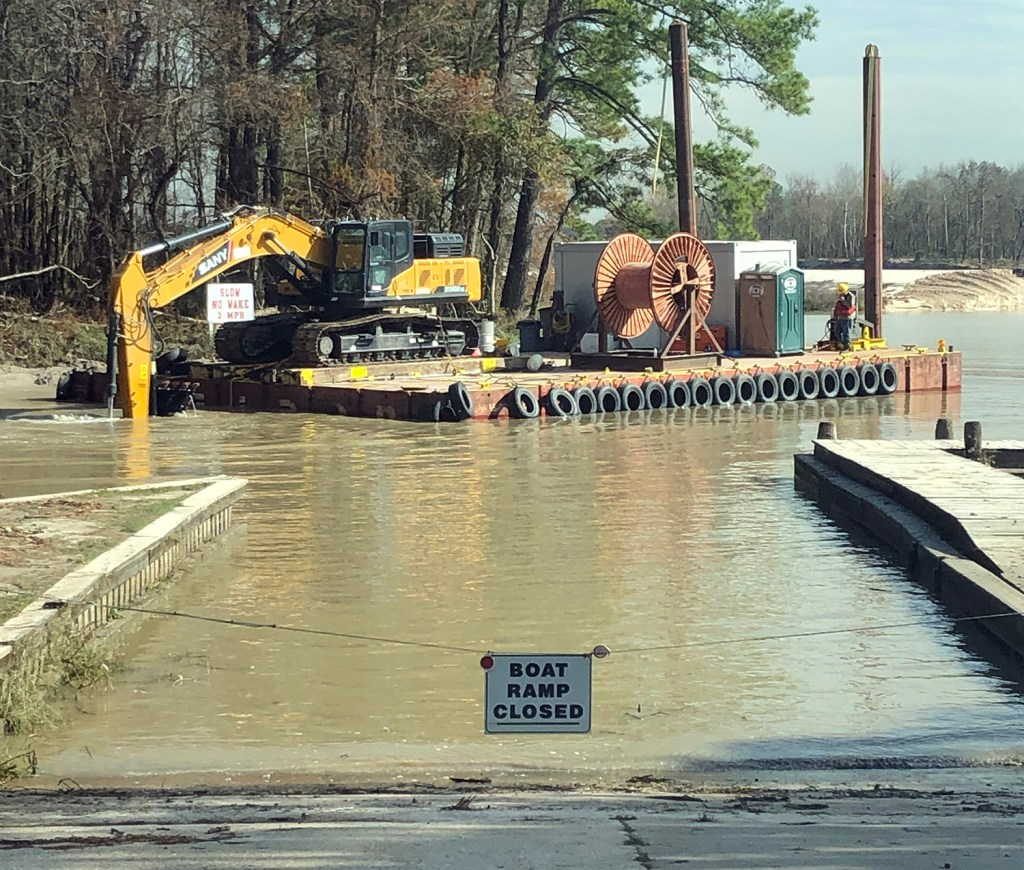 Corps Finishing Touch-Up Dredging at River Grove, Moving