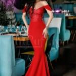 Rochie lunga rosie cu trena