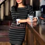 Rochie tricotata cu dungi kaki-negru si fundite la maneci