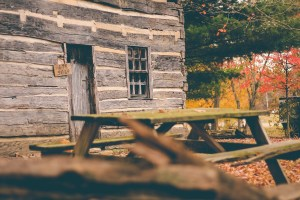 picnic table, cottage, cabin-1031097.jpg
