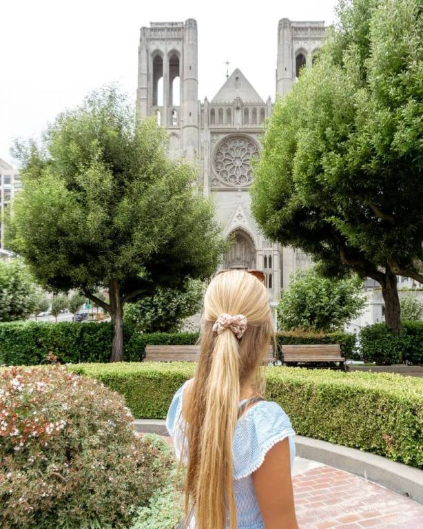 Jo in front of a church.