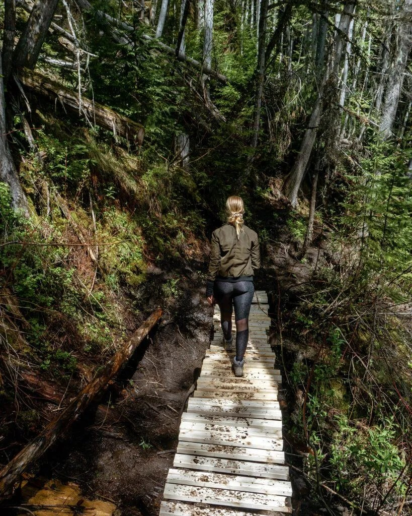 Jo walking on a path in Revy.