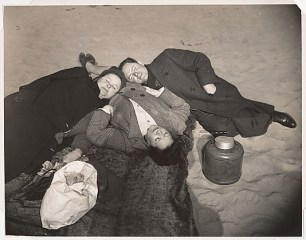 Coney Island Sunbathers by Weegee, 1940 (source: http://bit.ly/1dR2Dce)