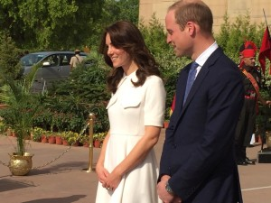 The Duke and Duchess of Cambridge at India Gate, a memorial to Indian service in the First World War, its foundation stone laid by the Duke of Connaught in 1921 Credit: @PARoyal