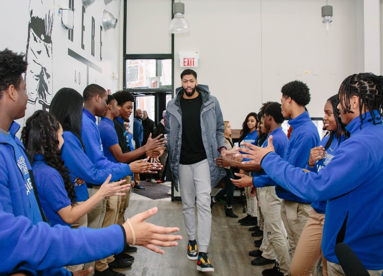 Laker Anthony Davis creates 'AD LAB' for high school