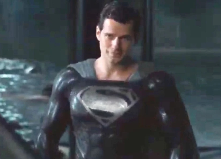Zack Snyder shows Superman in black suit