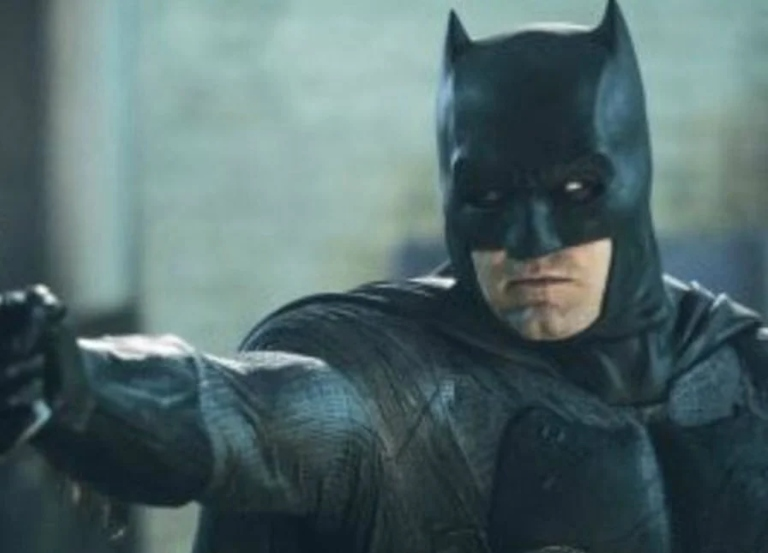 "Justice League's Zack Snyder teases new pic of ""Batfleck"""