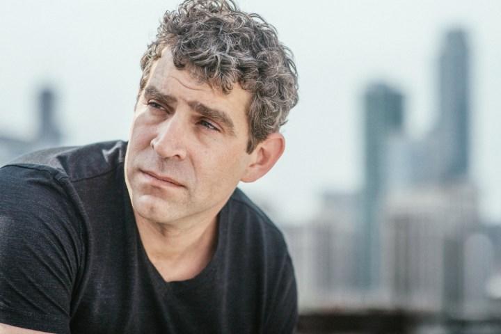 Chicago novelist Sakey turns his best-seller into a script