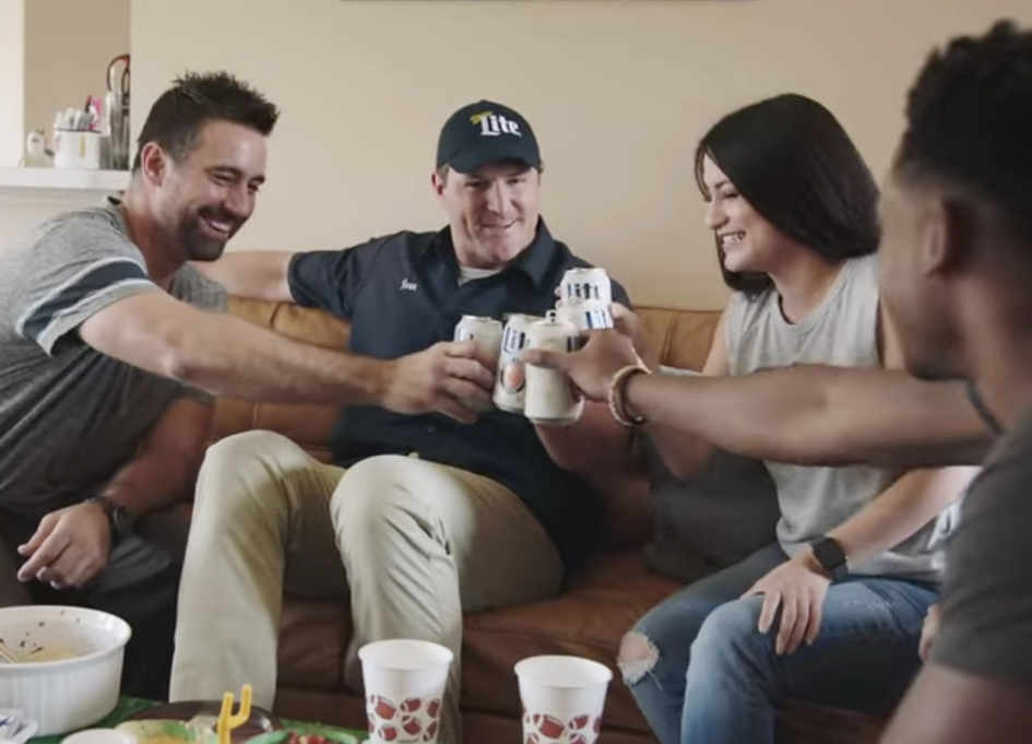 """""""Delivery guy"""" Jason Witten toasts with fans"""