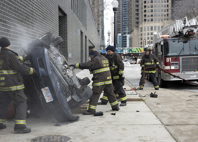 "Preview pics of tonight's Chicago Fire ""Escape Route"""