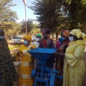 Mali/ Solidarité: Remise de dons aux femmes rurales de Dialakoroba et aux déplacées de Douentza