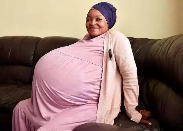 Afrique du Sud : La mère des dix bébés aurait menti, la malienne garde son record mondial