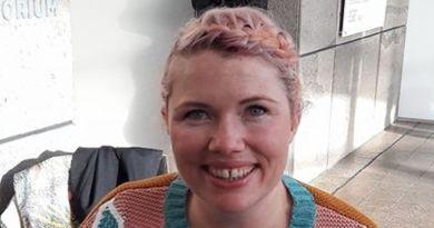 Clementine Ford undskylder tweet og opgiver kunststøtte