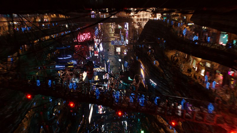 A wide shot of a marketplace in Luc Besson's 2017 sci-fi movie, Valerian And The City of A Thousand Planets.