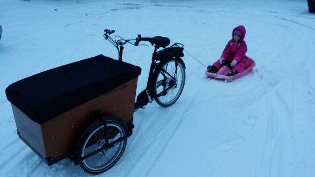 Babboe Big E Winter Schlitten ziehen Lastenrad