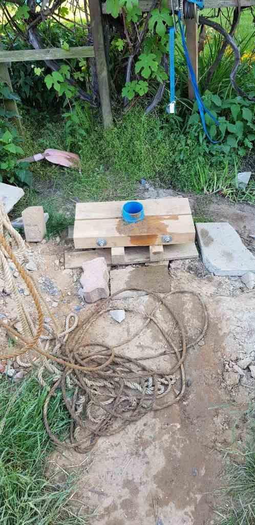 Brunnenbau Brunnen bohren Dreibein Brunnenrohr Gartenbrunnen