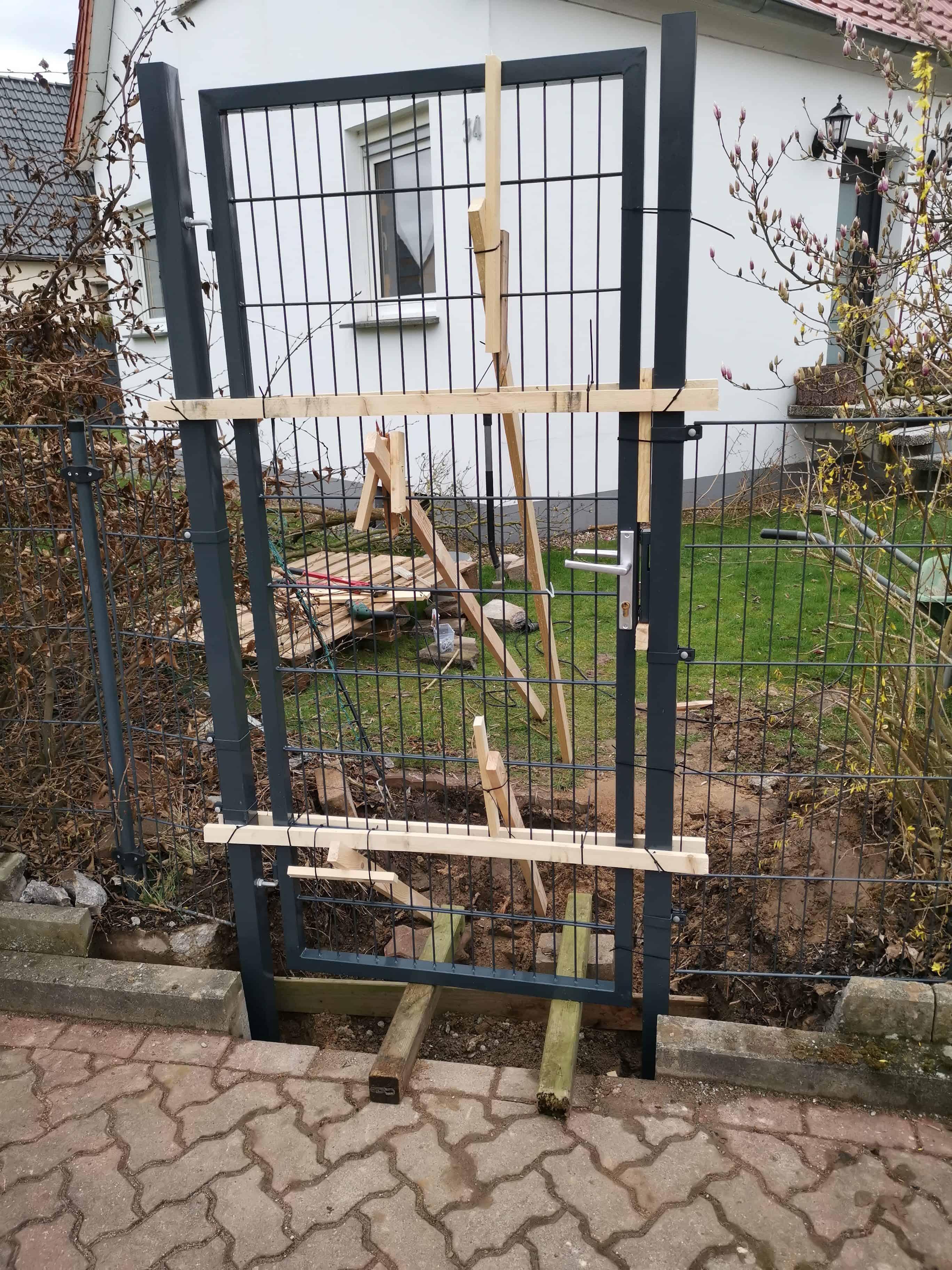 Einbau eines Gartentores