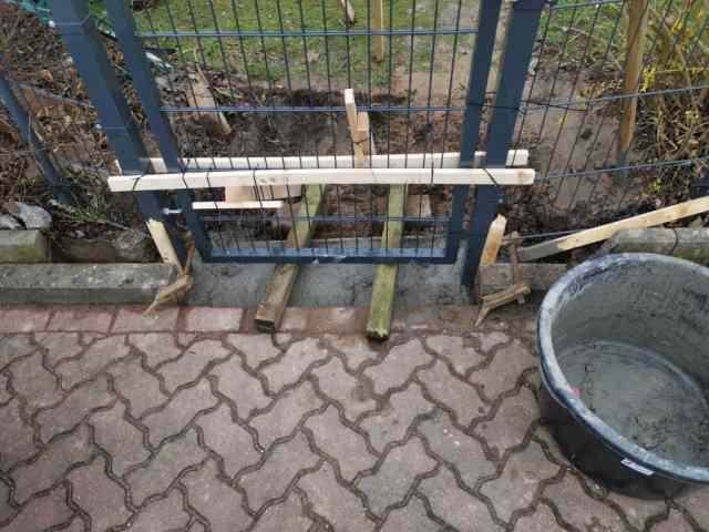 Gartentor einbetonieren