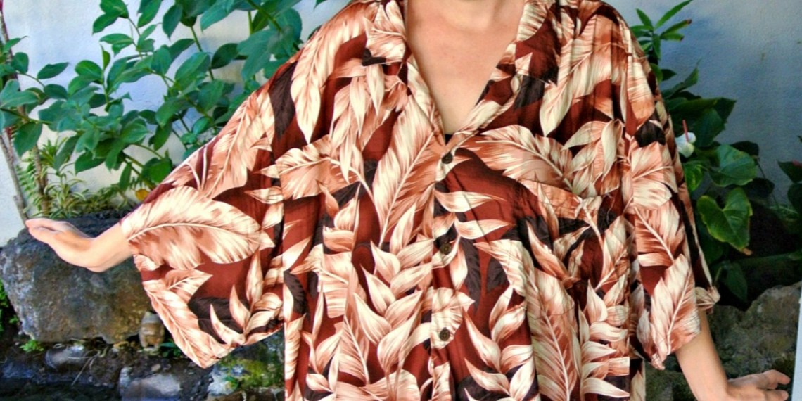 A No-Sew Hawaiian Shirt to Dress Refashion & Thrifting in Hawaii! 5