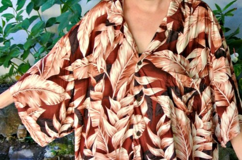 A No-Sew Hawaiian Shirt to Dress Refashion & Thrifting in Hawaii! 6