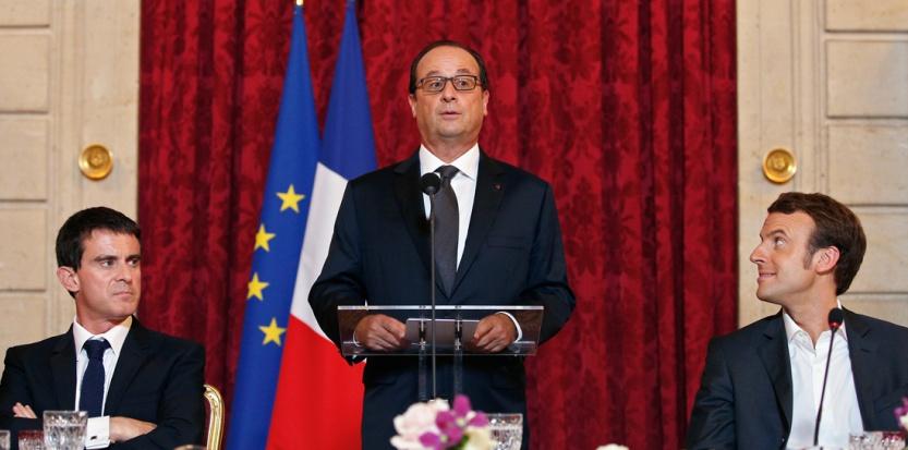 François Hollande, entouré de Manuel Valls et d'Emmanuel Macron, le 19 octobre 2014. (YOAN VALAT / POOL / AFP)