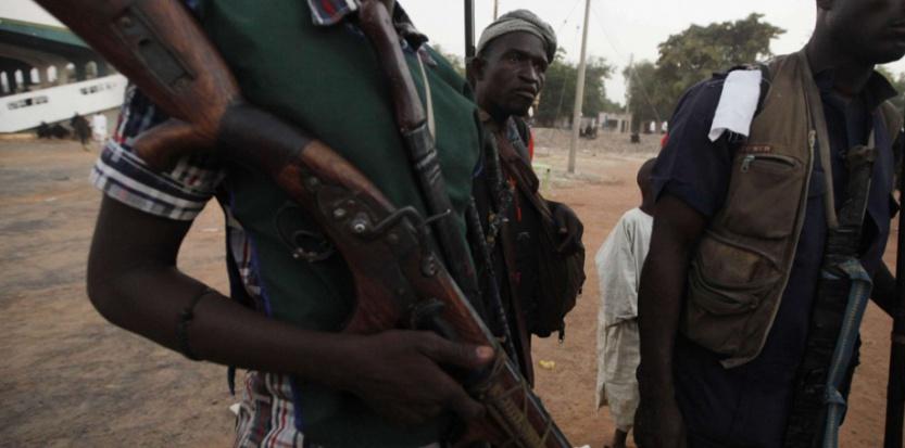 Des chasseurs locaux participent aux patrouilles des milices qui traquent les hommes de Boko Haram dans la région du Chibok (Nigeria)en décembre 2014. (Sunday Alamba/AP/SIPA)