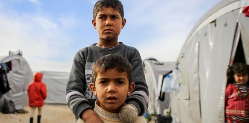 Deux enfants ayant survécu après le passage de membres de l'Etat islamique (Ibrahim Khader/Pacific Pr/SIPA)