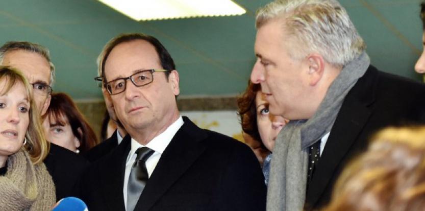 Maire de Boulogne-sur-Mer, Frédéric Cuvillier (à droite) a été membre du gouvernement de 2012 à 2014. (PHILIPPE HUGUEN / AFP)