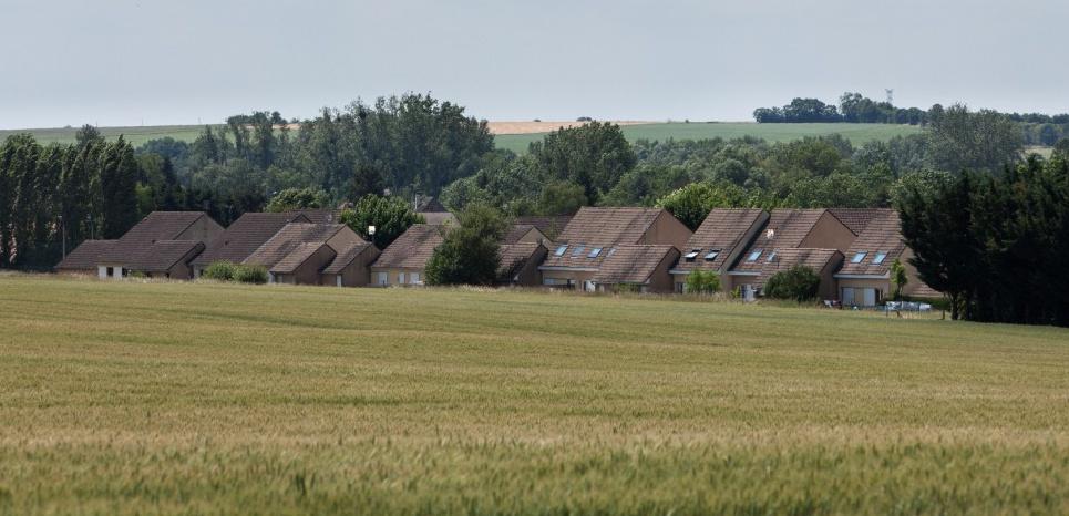 Depuis 2001, cinq familles musulmanes vivent en vase clos à l'Ermitage, un lotissement de pavillons HLM à 500 mètres du centre de Châteauneuf. Matthieu RONDEL