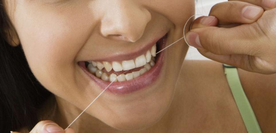 Une infection liée à l'utilisation de fil dentaire. © West Coast Surfer / Moo/REX/SIPA