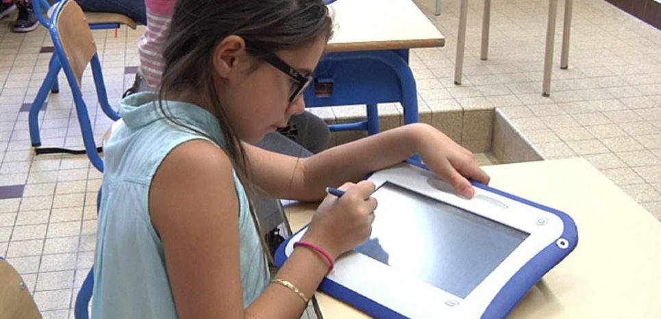 Au groupe scolaire Pasteur de Clichy La Garenne (92), des classes expérimentales testent les nouveaux outils numériques. (E.B./L'Obs)