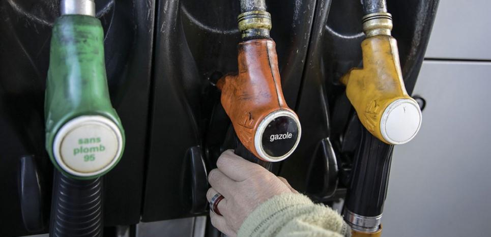Pompe à essence (photo d'illustration). (SIPA/ Franck Lodi)