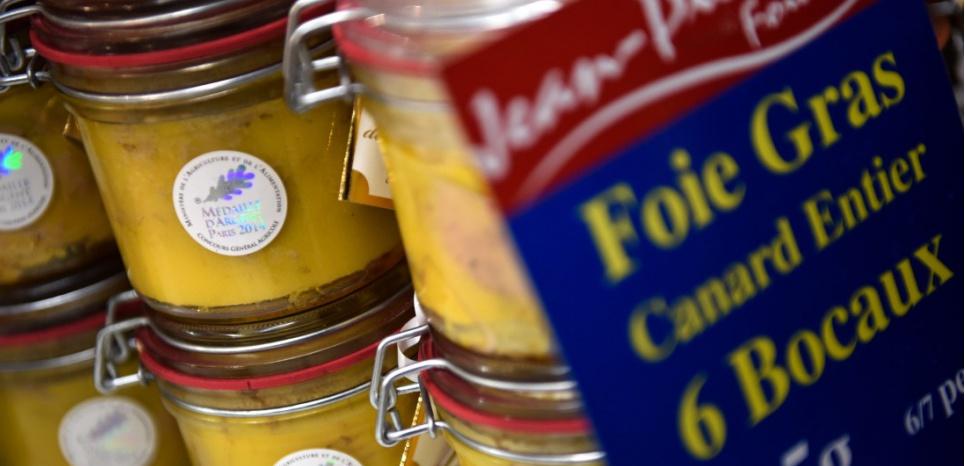 La filière du foie gras représente deux milliards d'euros de chiffre d'affaires et 30.000 emplois directs. LOIC VENANCE / AFP
