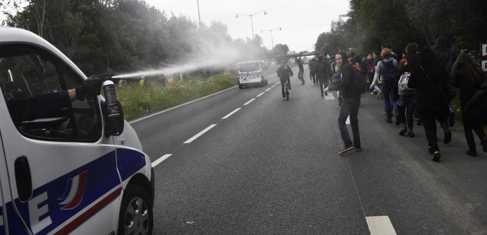 Loi Travail : des policiers foncent sur la foule à Rennes, la bavure de trop ?