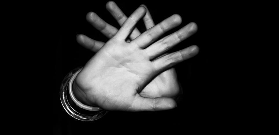 Une affection neurologique rare a provoqué un conflit entre les deux mains d'un patient. Un enfer... ©CC0 Public Domain