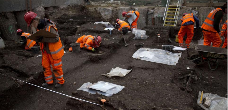 Les excavations menées à Londres ont permis de mettre à jour la bactérie responsable de la peste bubonique. Matt Dunham/AP/SIPA