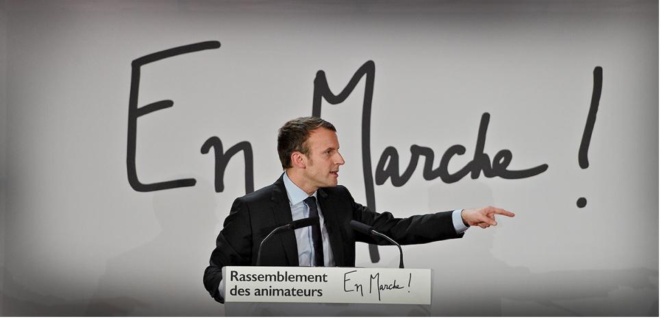 """Emmanuel Macron annonce ses 8 mesures chocs dans """"l'Obs"""""""