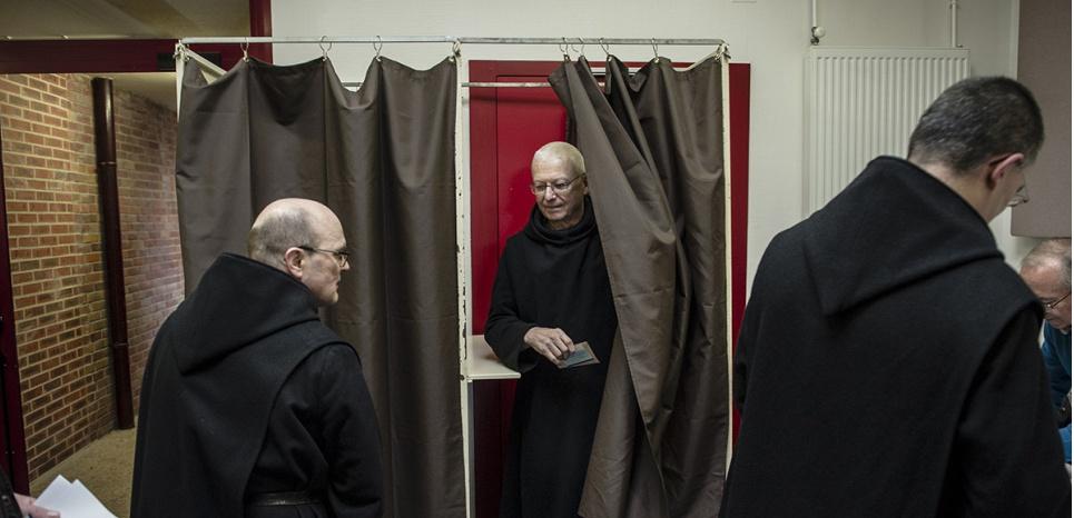 """François Fillon : """"Les moines m'ont adopté, si je peux dire"""""""