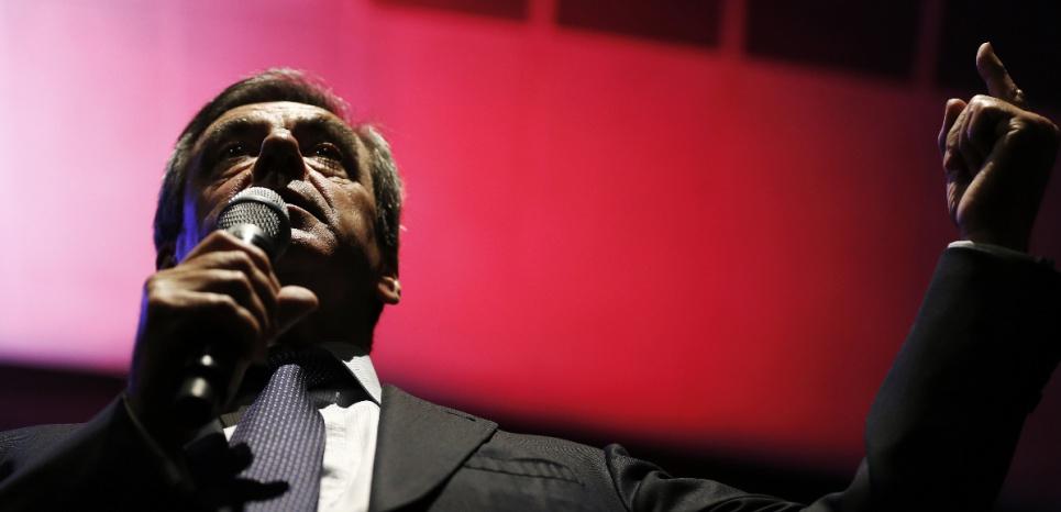 """Fillon, Macron et les affaires : y a-t-il vraiment """"deux poids, deux mesures"""" ?"""