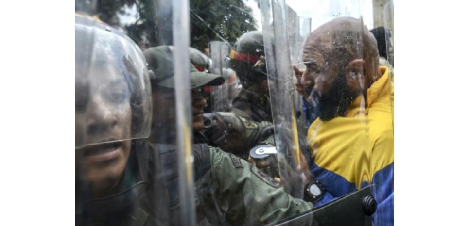 """Venezuela: le président Maduro, accusé de """"coup d'Etat"""""""