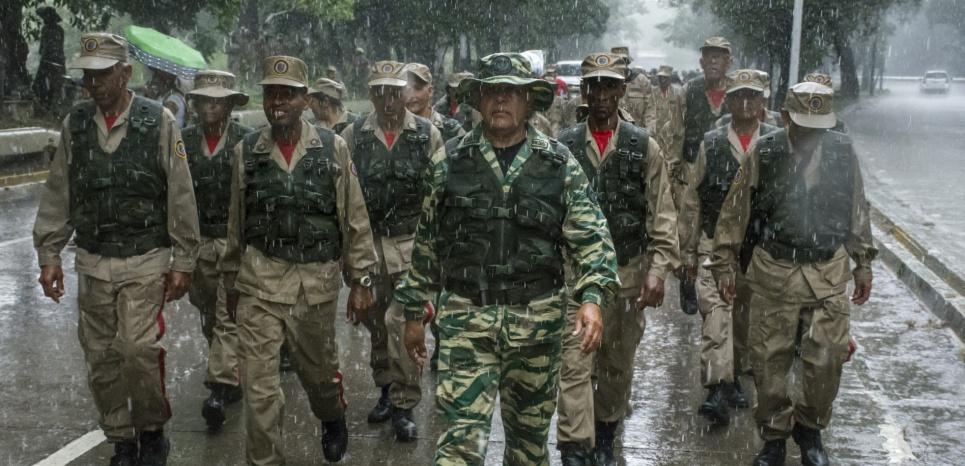 """Le Venezuela déploie chars et militaires face à la """"menace"""" américaine"""