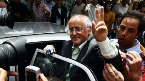 Mohammed Benchicou à sa sortie de prison en 2006. (Sipa)
