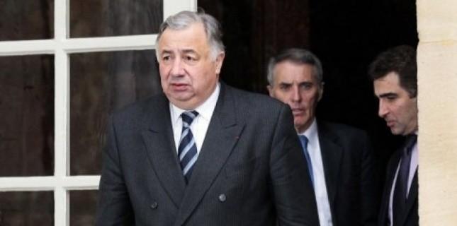 """Le président UMP du Sénat, Gérard Larcher, qui avait justifié cette prime en disant que """"la démocratie a un prix"""" semble s'être rétracté.   (c) Afp"""