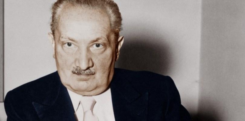 """Martin HEIDEGGER (1889-1976), ici en 1959.  Auteur d'«Etre et temps» (1927), devenu recteur de l'université de Fribourg en 1933, Heidegger déclare: """"Le Führer lui-même et lui seul est la réalité allemande d'aujourd'hui et du futur, ainsi que sa loi."""" Il démissionne au bout d'un an, mais reste adhérent au parti nazi jusqu'en 1945. (©Akg-images)"""