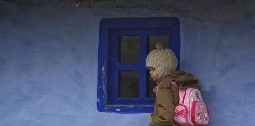 Une enfant Rom, à Bucarest (Roumanie), en décembre (Vadim Ghirda/AP/SIPA)