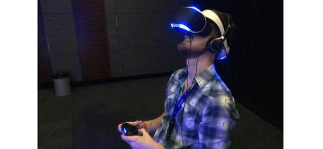 Un jeu de combat spatial avec le casque Morpheus de Sony (Boris Manenti/Le Nouvel Observateur)
