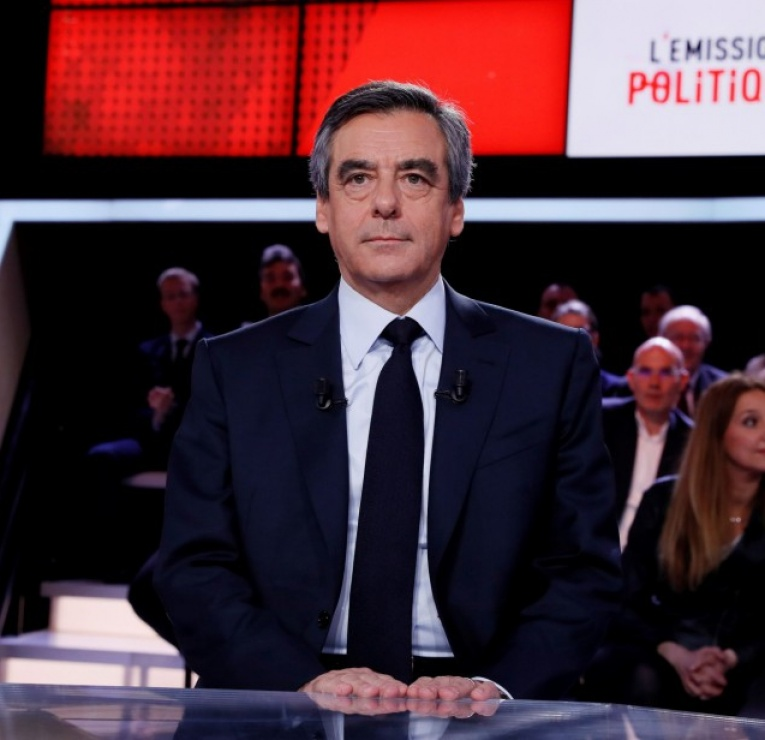 François Fillon dans l'Emission politique : les intox du candidat de la droite