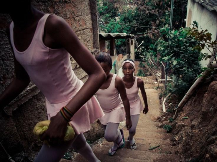 Retour à la maison après la classe de danse.