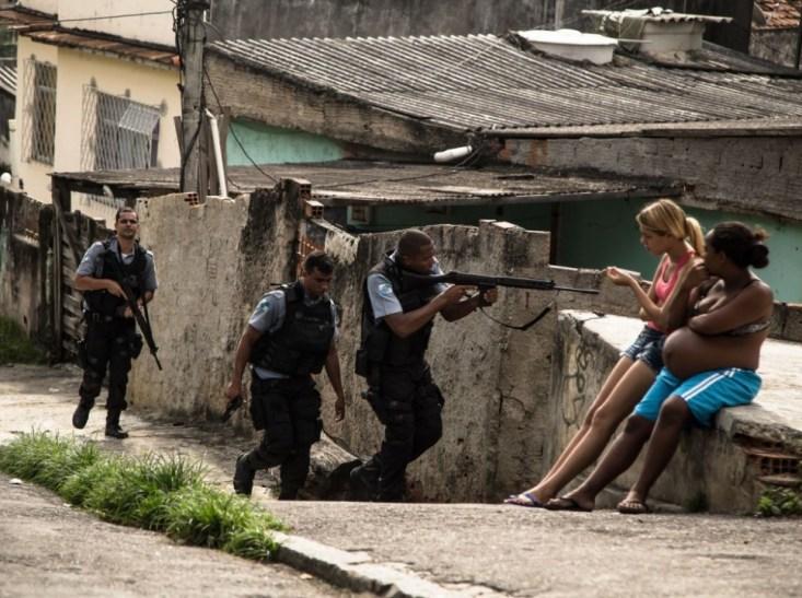 Opération policière à la suite d'une fusillade entre gangs de narcotrafiquants.