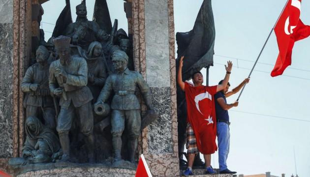 Turc, j'ai cru que j'allais me réveiller dans un pays en ruine. Ce qui m'attend est pire